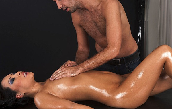 asa-akira-gets-naughty-at-dirty-masseur